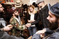 Общение участников поп-ап маркета Теплая встреча