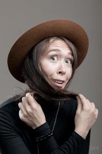 Женщина в шляпе Tonak