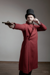 Мужчина в цилиндре и пальто Infundibulum