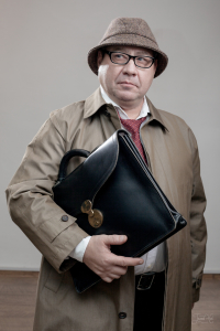 Мужчина в твидовом головном уборе с сумкой Drasvi Venn