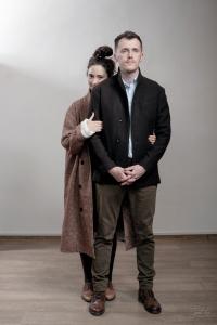 Женщина и мужчина в верхней одежде Infundibulum