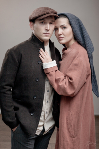 Мужчина в твидовой кепке Шона. Женщина в платке ручной вязки Lara Egorova
