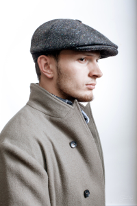 The man in  Серый твидовый бушлат Infundibulum and Grey Tweed Coat by Infundibulum